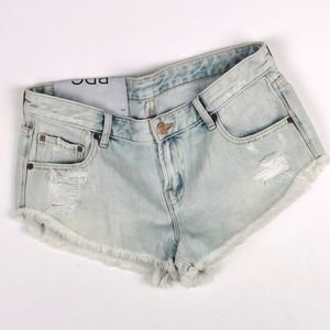 SIZE 29 BDG DOLPHIN LOW RISE DENIM SHORTS NWT